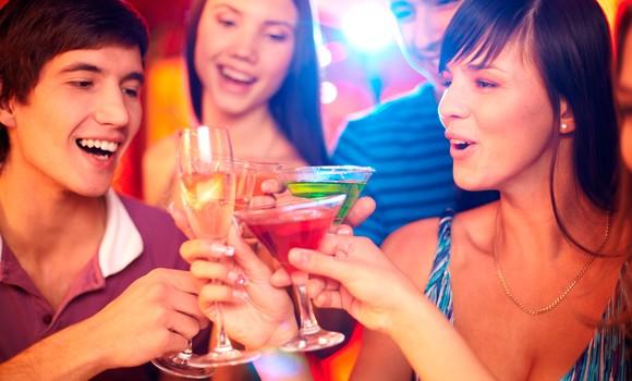 adolescentes-bebiendo-alcohol-580