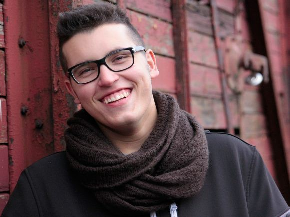 adolescente-sonriendo-pixabay-cc0-public-domain-580x435